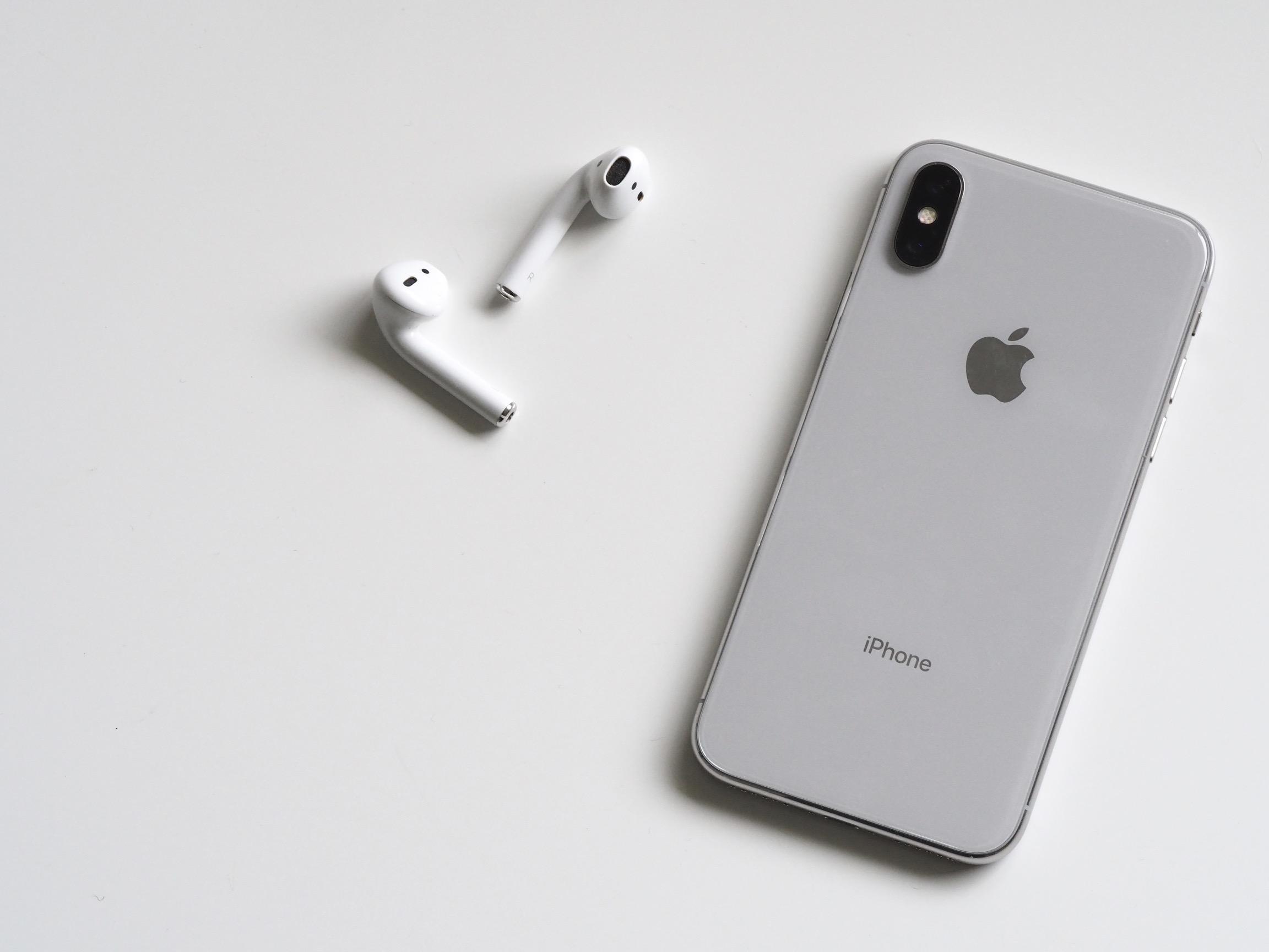 iPhone X ja AirPods