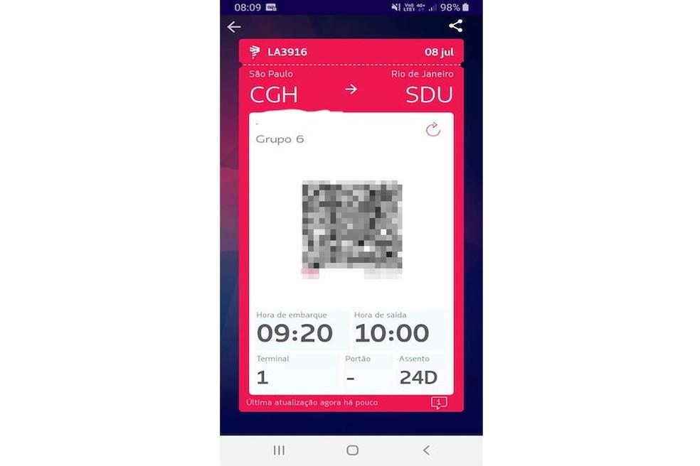 Lennuettevõtte rakendus saab foto- ja vöötkoodi abil paljastada lennu- ja reisijate andmeid: Reproduo / Sara Faria