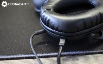 Kõrvaklapid ja mikrofoni kaabel saab eemaldada