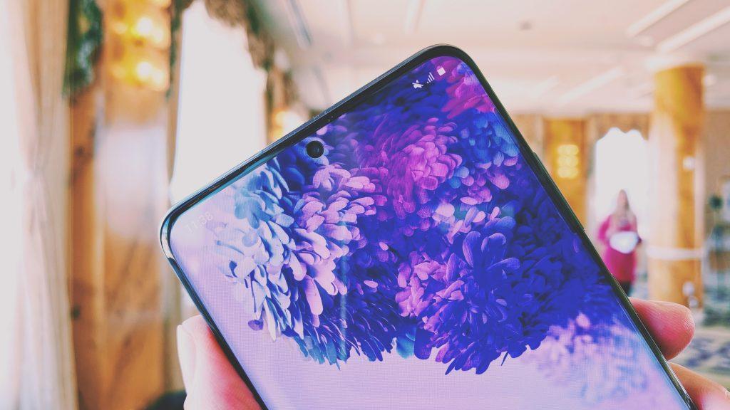 Samsung Galaxy S20 nutitelefoni ekraan