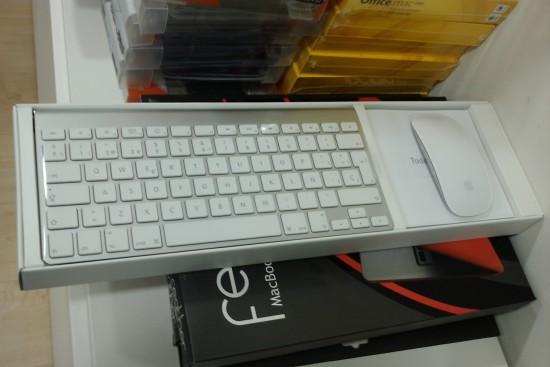 Kast klaviatuuri ja hiirega