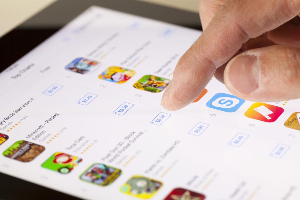 Apple lükkab tagasi kõik rakendused, nimetades hindu pealkirjades, ekraanipiltides jne.