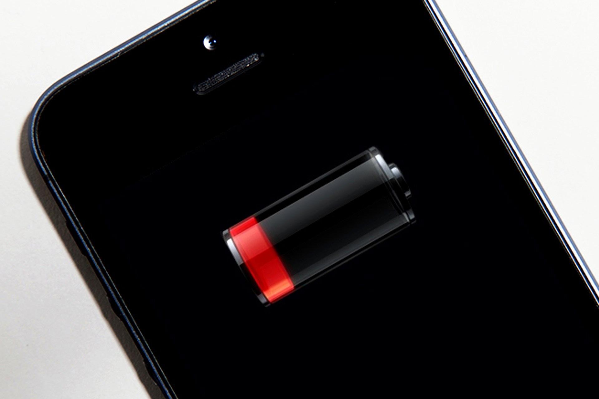 Apple räägib iPhone'ist vana akuga, mis töötab nüüd aeglasemalt