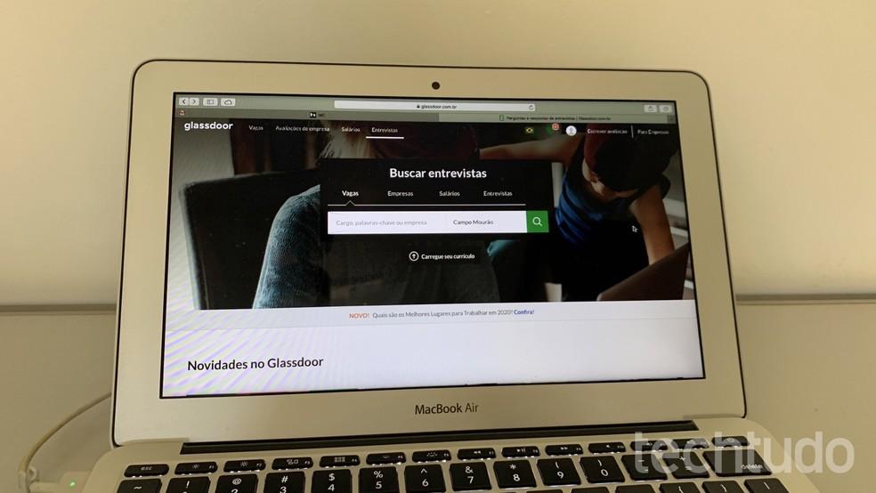 Siit saate teada, kuidas klaasukse abil tööpakkumisi leida. Foto: Helito Beggiora / TechTudo