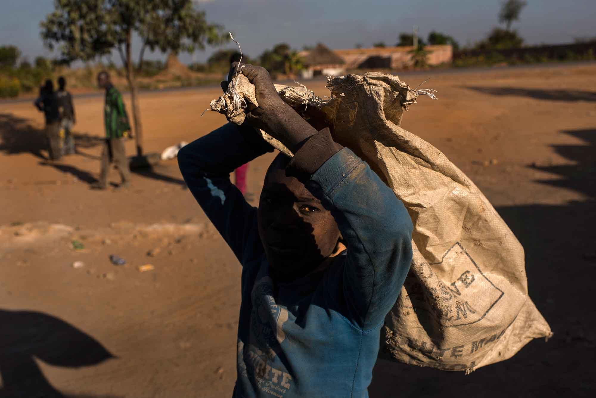 Kongo miine ei ole enam lapstööjõu ja kehvade tingimuste tõttu Apple'i tarnijate nimekirjas