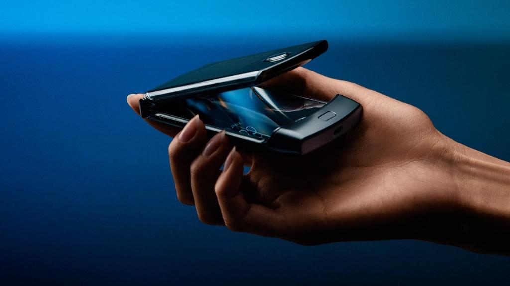 Motorola RAZR ühendab ühes nutitelefonis innovatsiooni ja nostalgia