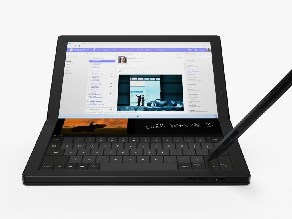 Portreekuvar koos Thinkpad X1 volditud virtuaalse klaviatuuriga (taasesitus: Lenovo)
