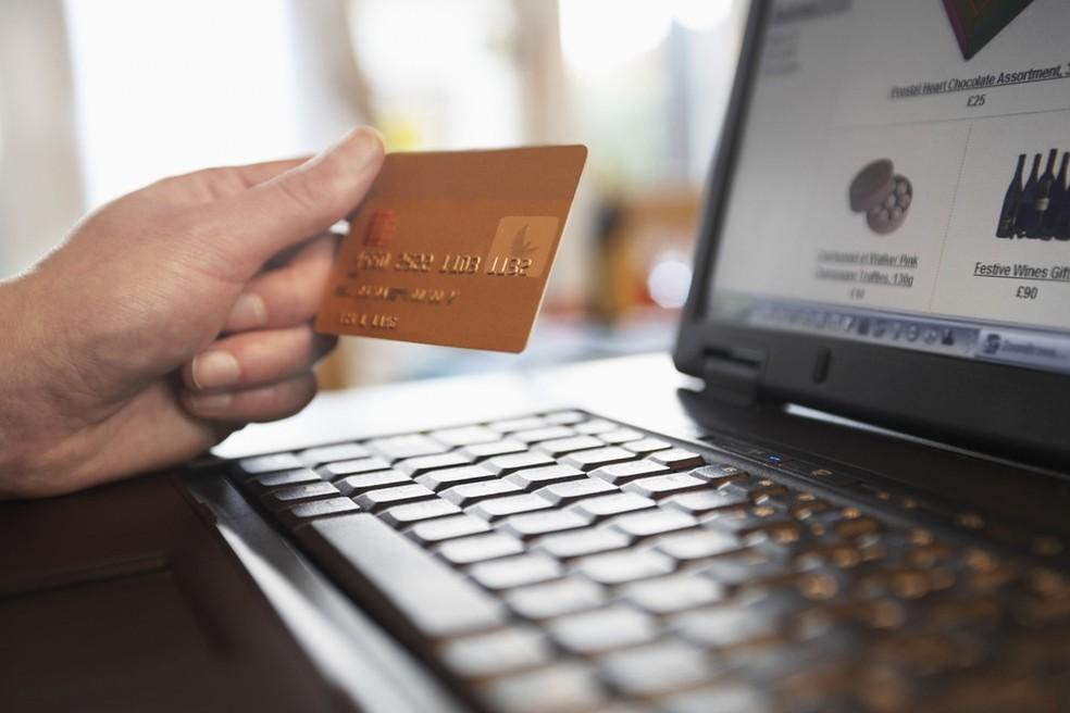Enne mustal reedel 2019 ostmist pöörake tähelepanu hinnale, saatmis- ja tagastamisinfole. Foto: Pond5