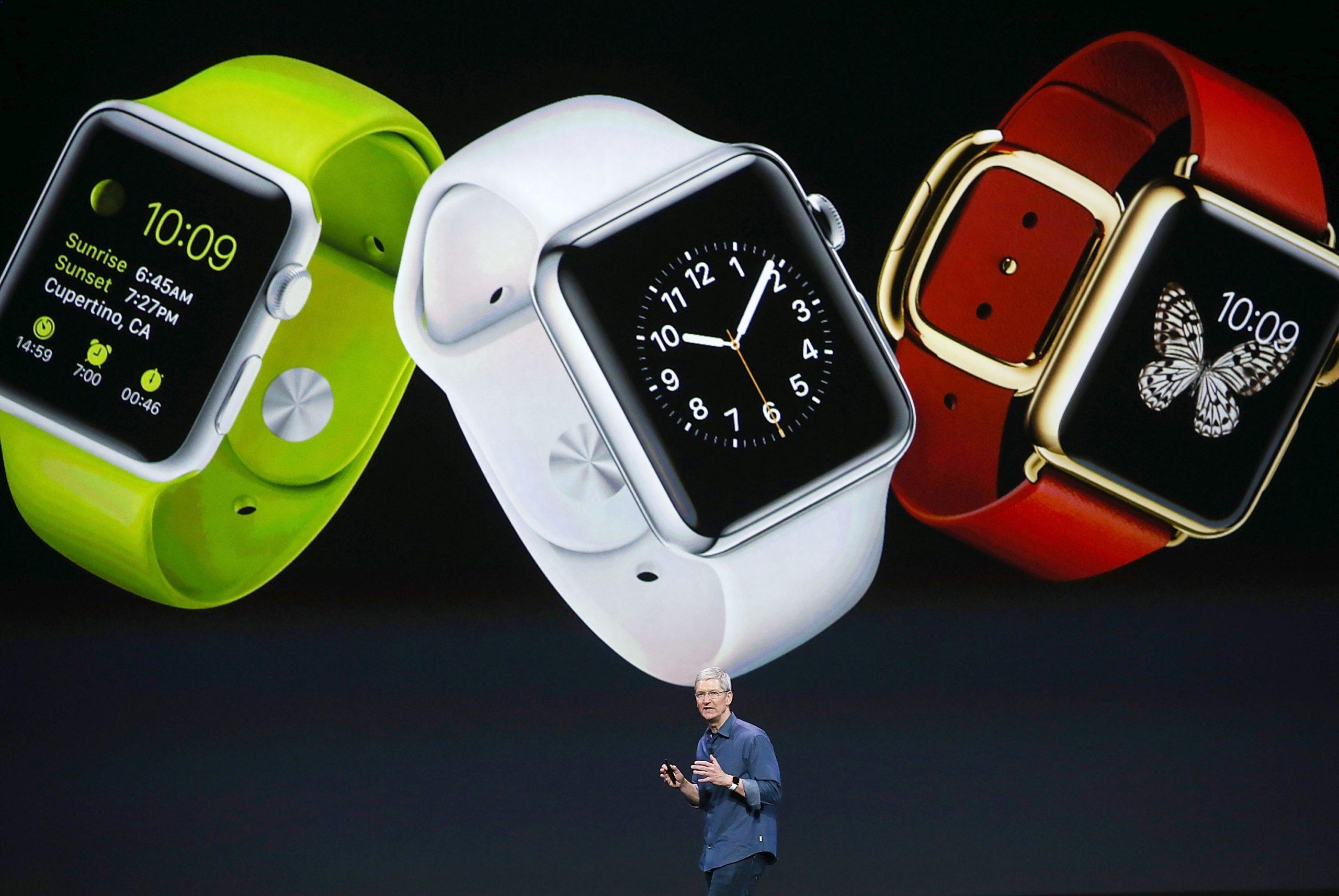 Tim Cook memperkenalkan generasi pertama Apple Watch