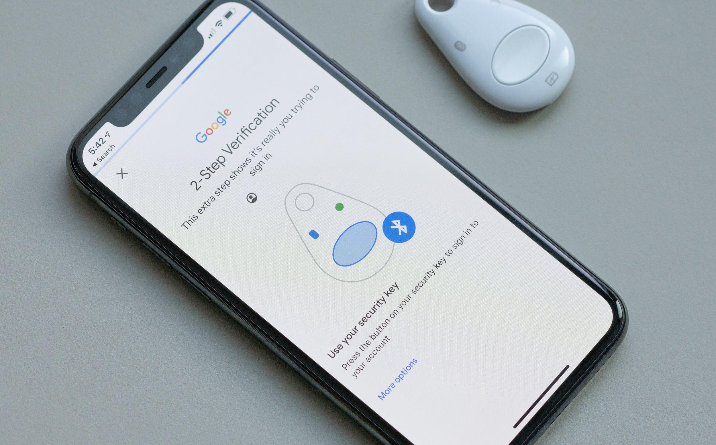 Google lubab nüüd iOS-i autentimist USB- ja NFC-seadmete kaudu