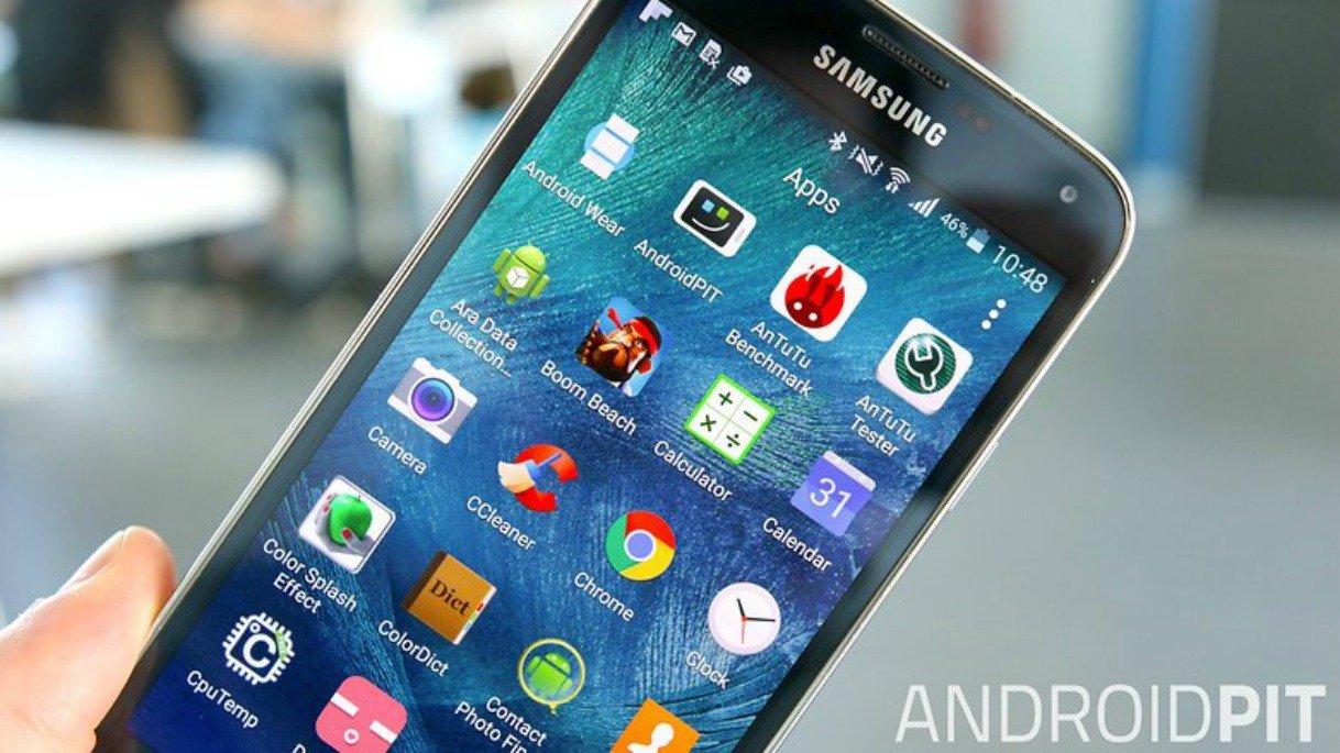 Samsungi kaevatakse kohtusse, kuna seadmes on liiga palju eelinstallitud rakendusi